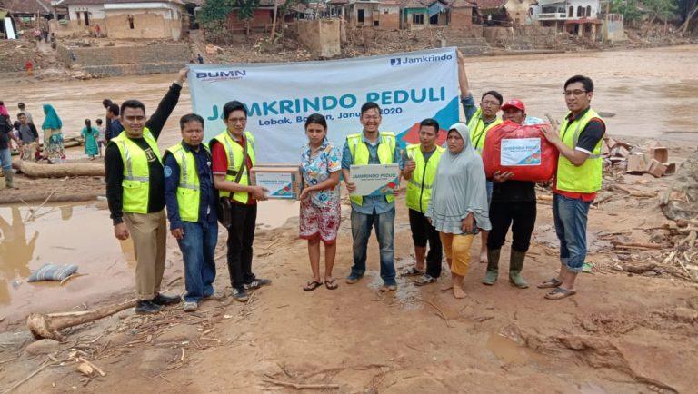 Jamkrindo Salurkan Bantuan Makanan Hingga Popok Bayi untuk Korban Banjir
