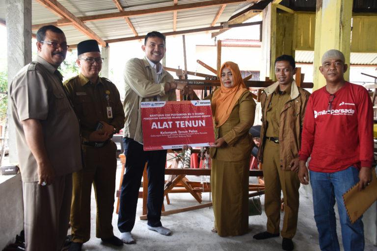 Pertamina Ajak Warga Tanjung Palas Lestarikan Kerajinan Kain Tenun Melayu