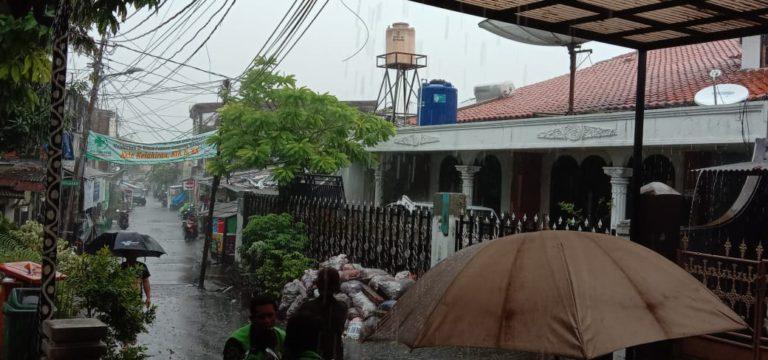Jakarta Selatan Diguyur Hujan Lebat Disertai Petir