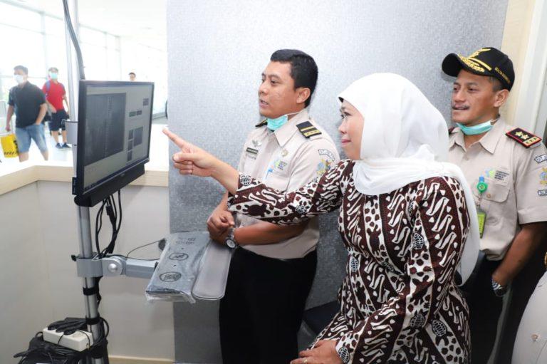 Cegah Virus Corona, Gubernur Khofifah Cek Langsung Thermal Scanner di Bandara Internasional Juanda