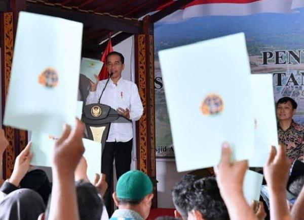 Kunjungi Natuna, Ini Alasan Jokowi Bagi-bagi Sertifikat Hak Tanah ke Warga