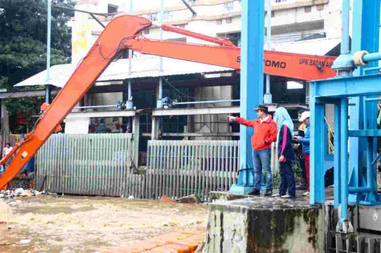 Khawatir Jakarta Terendam Banjir, Anies Terus Pantau Pintu Air Manggarai