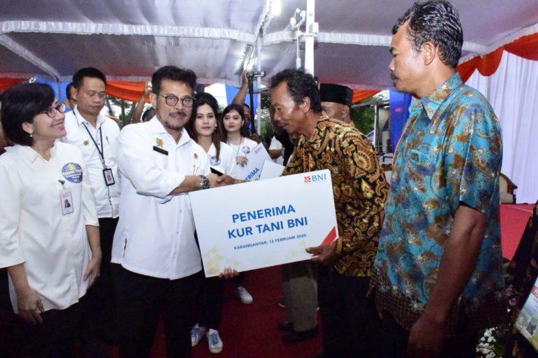 Menteri Syahrul Salurkan KUR untuk Petani Karanganyar