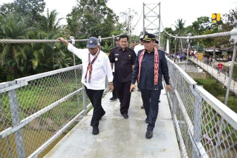 Menteri Basuki Resmikan Jembatan Gantung Sungai Ensilat di Kapuas Hulu