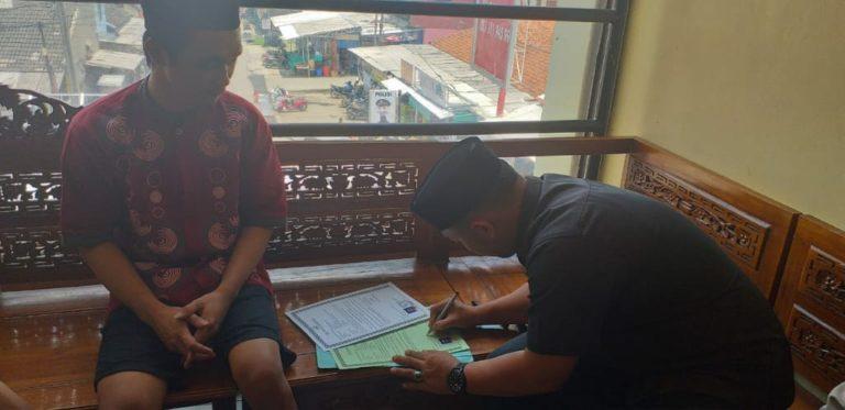 Seorang Tahanan Polsek Metro Bojonggede Masuk Islam Usai Lihat Teman Satu Sel Rajin Shalat