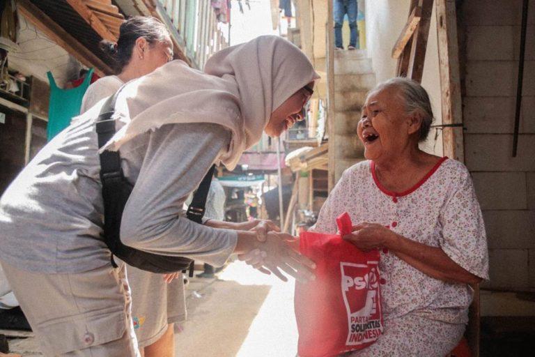 Banyak Lansia Hidup Kurang Layak, PSI Kirim Bantuan ke Kampung Bandan