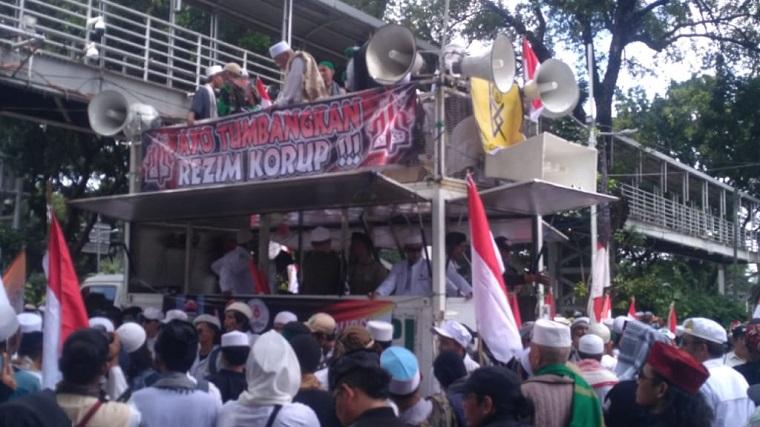 Teriakkan Takbir, Orator Aksi 212 Ajak Massa 'Gulingkan' Jokowi
