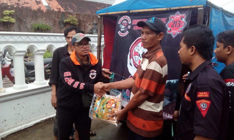 Peduli Bencana, Yayasan SEDUD Bandung Terjun Langsung Bantu Korban Banjir di Karawang