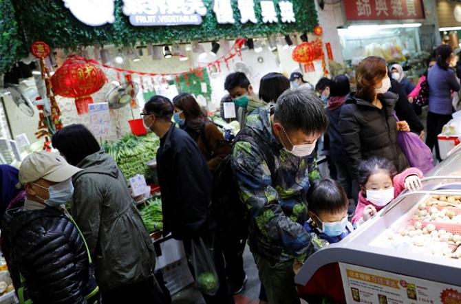 Hong Kong Terisolasi, Warga Panik Pasokan Daging dan Sayuran Menipis