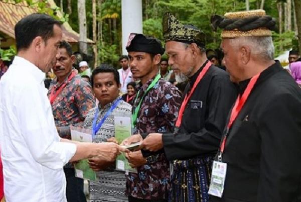 Minimalisir Potensi Konflik di Riau, Jokowi Bagi-bagi 41 SK Lahan
