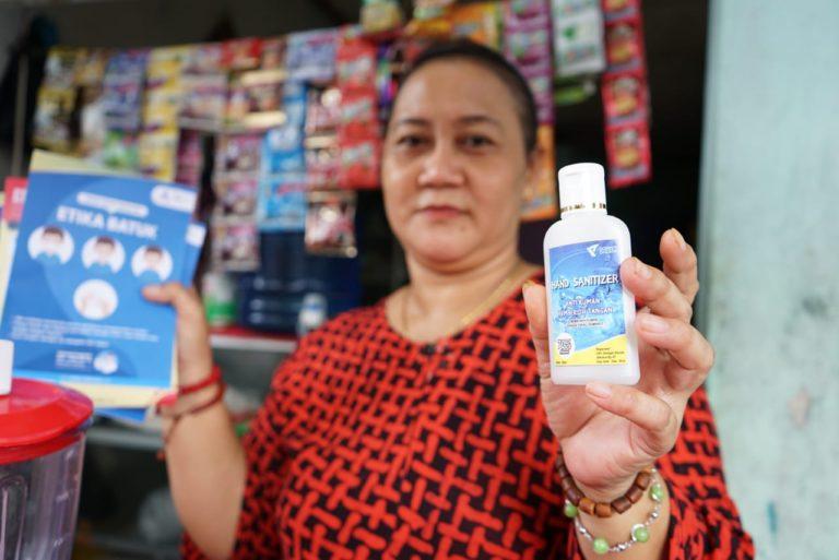 Tim LKC Dompet Dhuafa Berikan  Ratusan Hand Sanitizer di Pemukiman Padat Angke