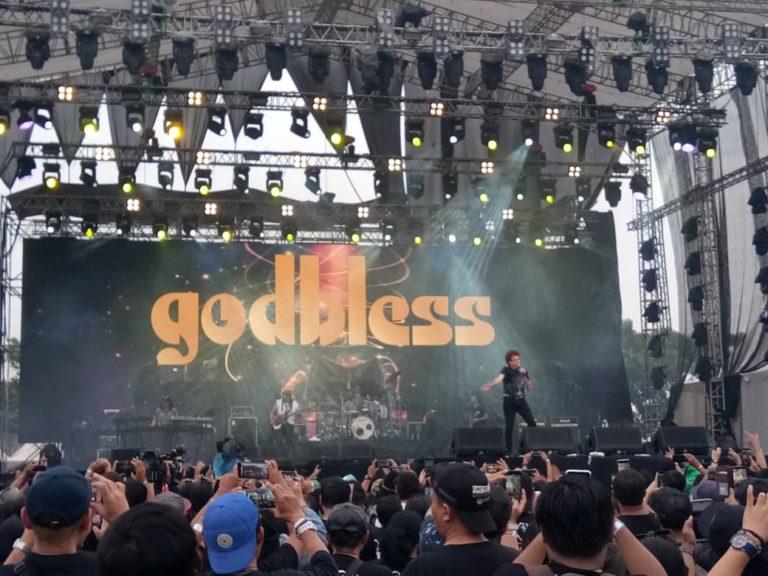 Tampil Maksimal, GodBless Sihir Penggemar di JogjaROCKarta Music Festival