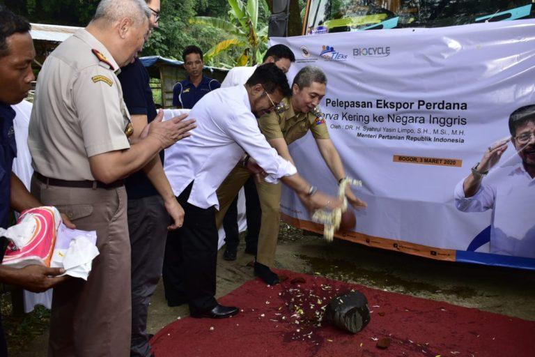 Indonesia Ekspor Perdana Larva Kering ke Inggris