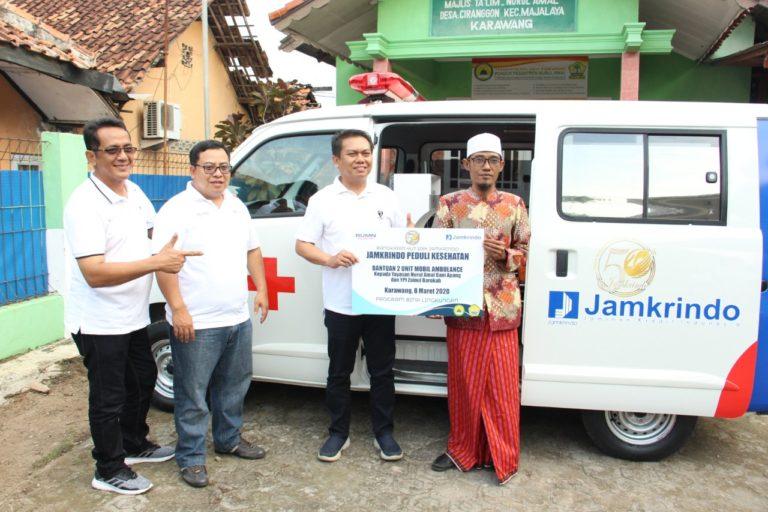 Jamkrindo Peduli Berikan Dua Mobil Ambulance di Karawang