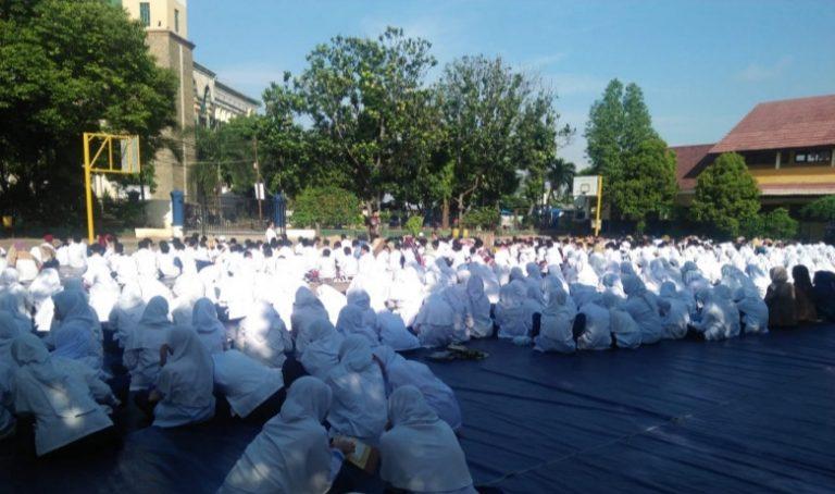 Heboh Corona, Ribuan Pelajar SMP di Depok Gelar Doa Bersama