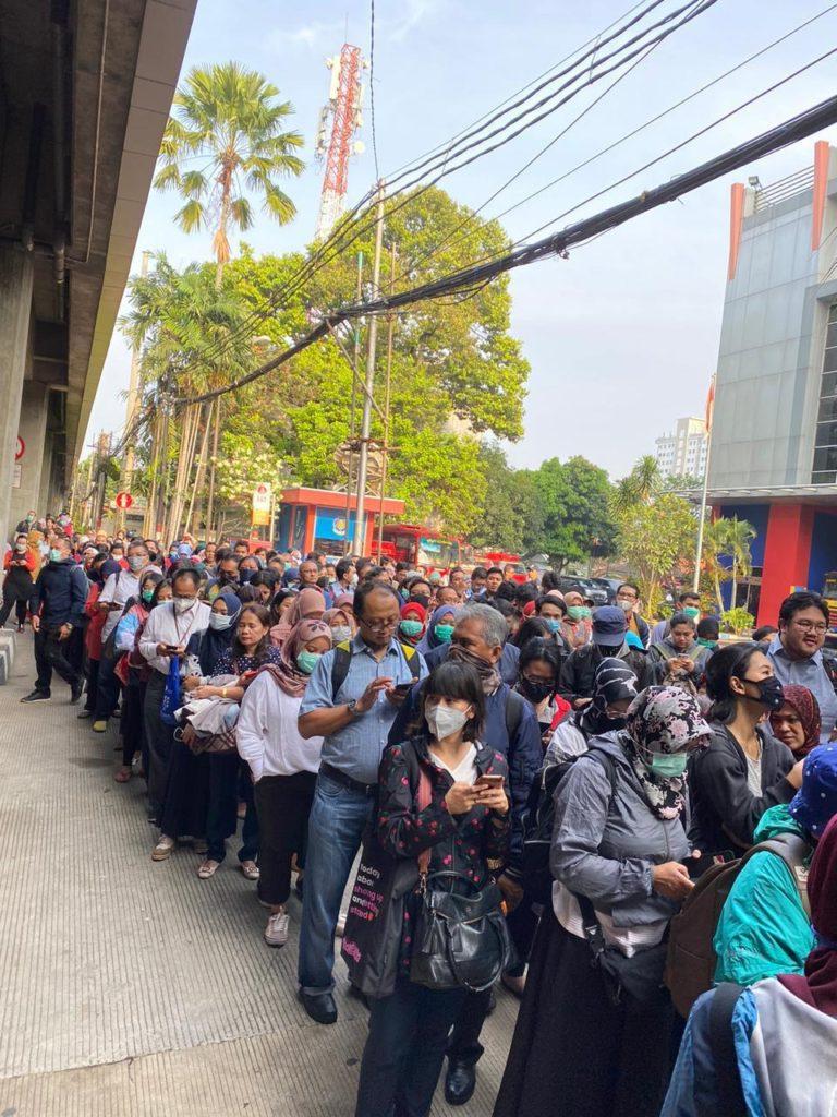 Penumpang TransJakarta Mengular, Ketua DPRD DKI Kritik Kebijakan Anies