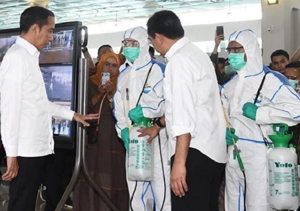 Jokowi Pantau Cek Kesehatan di Bandara Soetta, Penumpang Diperiksa 2-3 kali