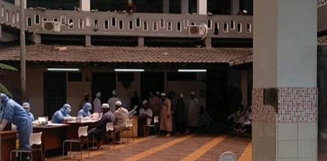 Tiga Orang Positif Corona, Ratusan Jamaah Masjid Taman Sari Jakbar Dikarantina