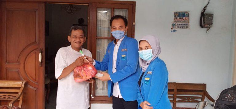 Aksi Solidaritas PMII Ciputat bagikan Hand Sanitizer dan Sembako Door to Door