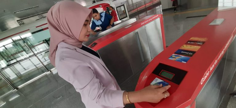 Batasi Transaksi Tunai di Transportasi Publik, Pengguna JakLingko Bisa Topup Saldo dengan JakOne Mobile