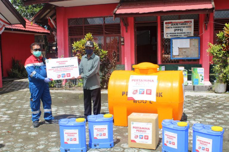 Pertamina Peduli, Seluruh RT di Kelurahan Baamang Hulu Terima Alat Semprot dan Tandon Air
