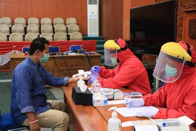 Puluhan Anggota DPRD Depok Jalani Rapid Test