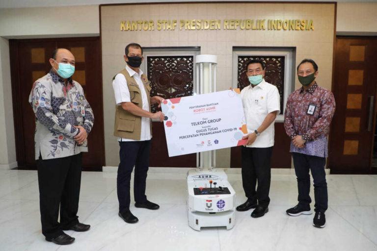 Cegah Penyebaran Covid-19 Terhadap Tenaga Medis, Telkom Serahkan Bantuan Robot Disinfeksi