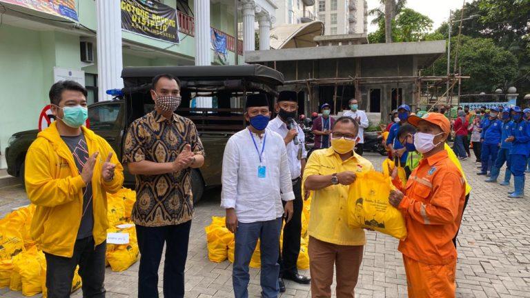 Golkar DKI Bagikan Sembako ke Petugas PJLP dan PHL di Kecamatan Menteng
