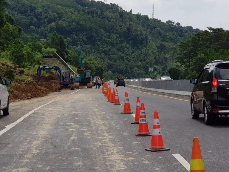 Update Penanganan Longsor di Jalan Tol Semarang-Solo; Satu Lajur Dapat Dilewati dengan Aman