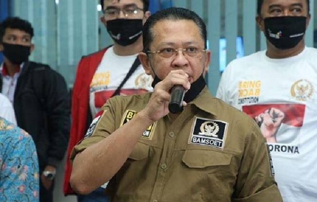 Beri Perhatian ke Supir Taksi, MPR Salurkan Ratusan Paket Sembako