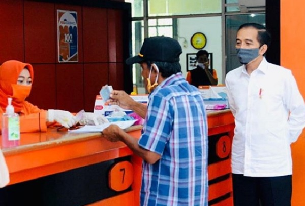 Tinjau Penyaluran Bantuan Tunai di Bogor, Begini Harapan Jokowi