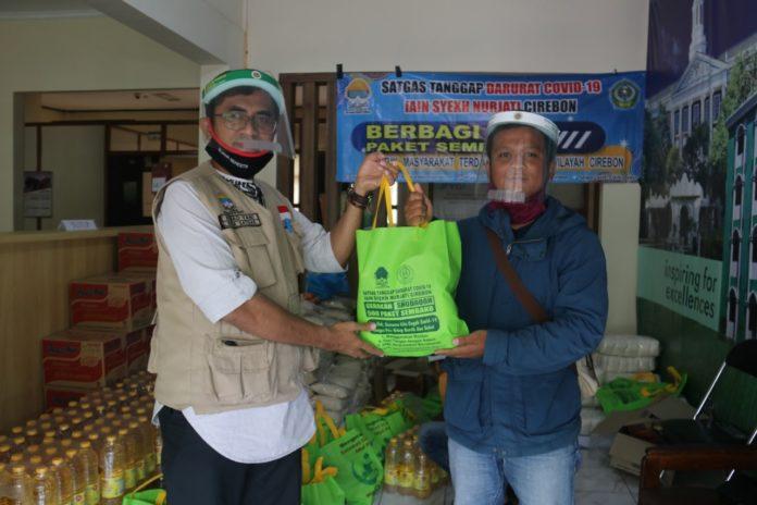 Satgas Covid-19 IAIN Cirebon Bagikan 750 Paket Sembako ke Masyarakat