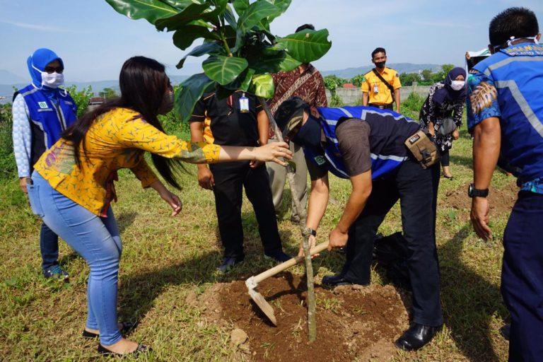 Resmikan Pujasera Baru, PT JMRB Libatkan Pelaku UKM dalam Penanaman Pohon