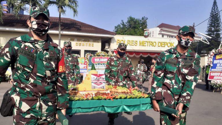 HUT Bhayangkara, Kodim Hadiahi Tumpeng Jumbo ke Polres Depok