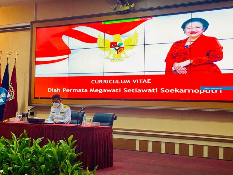 Megawati Orasi, Prabowo Irup, Hasto Jadi Mahasiswa