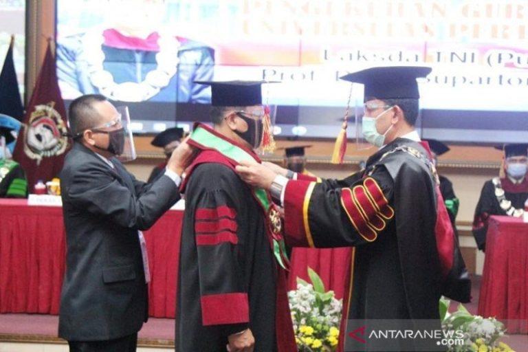 Rektor Unhan kukuhkan Laksda Supartono Sebagai Guru Besar Ilmu Pertahanan