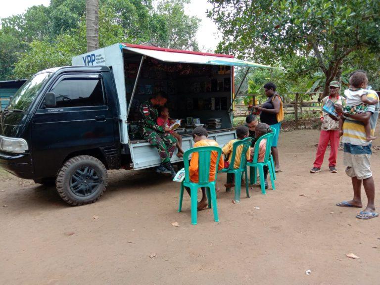 Yonif 125 Hadirkan Perpustakaan Keliling di Perbatasan RI-PNG