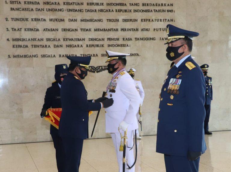 Dinilai Berjasa, Kasal dan Kasau Terima Bintang Angkatan Kelas Utama