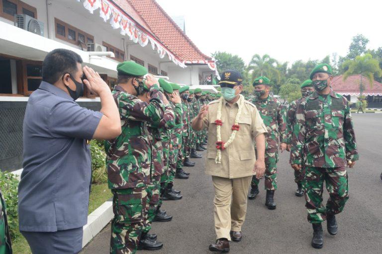 Didampingi Wakasad, Prabowo 'Ceramahi' Siswa Seskoad Soal Pertahanan Negara
