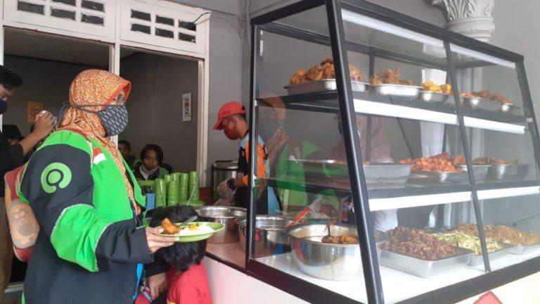 Buka 24 Jam, Sekolah Relawan Buka 'Warung Makan Rakyat' Secara Gratis