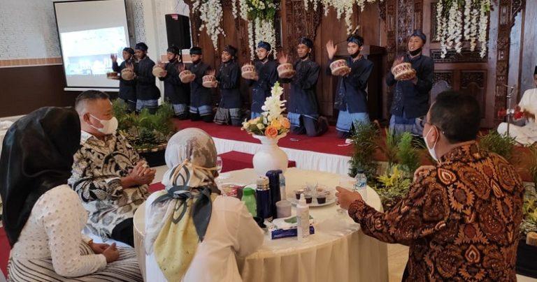 Marawis 'Qatrunnada' Lapas Tampil Memukau di Grand Launching Rahaya Resort