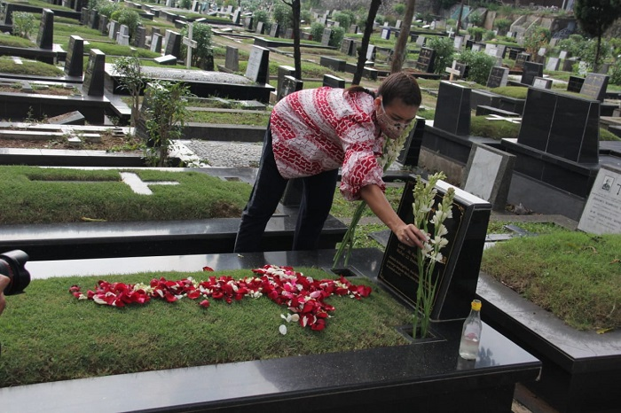 Persiapan Jelang Pilkada, Keponakan Prabowo Ziarah ke Makam Kakek Neneknya