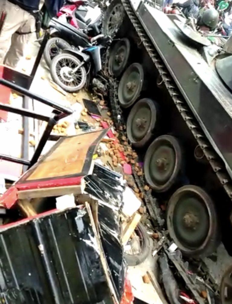 TNI Benarkan Kecelakaan Tank Menabrak Gerobak Gorengan
