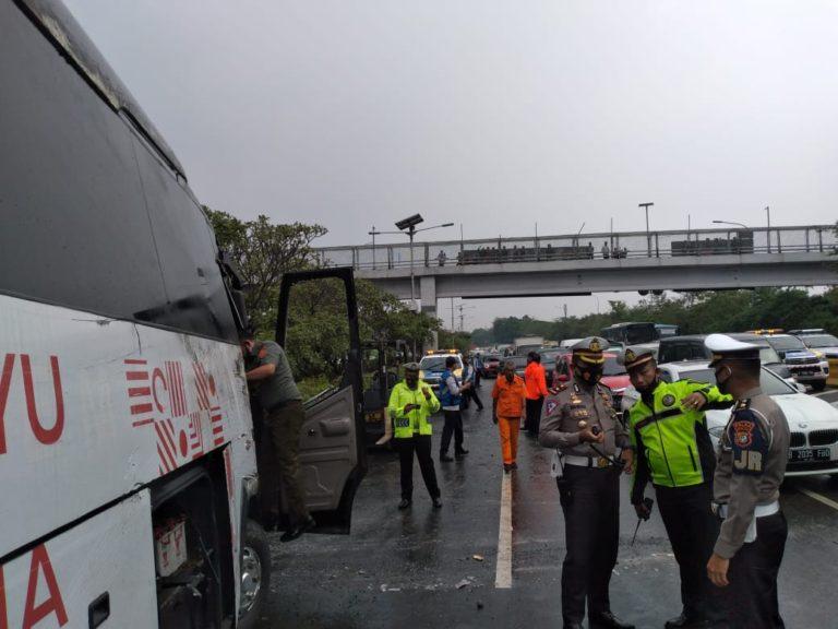 Lalulintas Arah Gerbang Tol Cililitan Ditutup Sementara