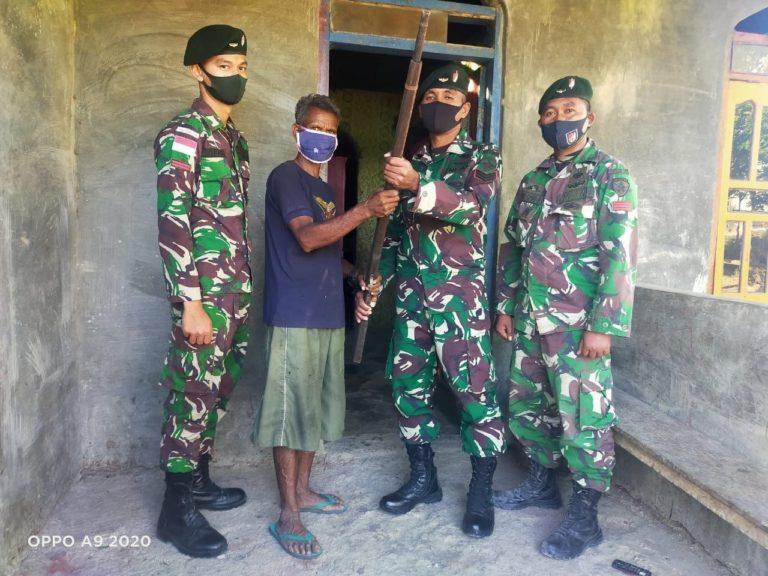 Eks Veteran Timtim Serahkan Senpi Springfield kepada TNI