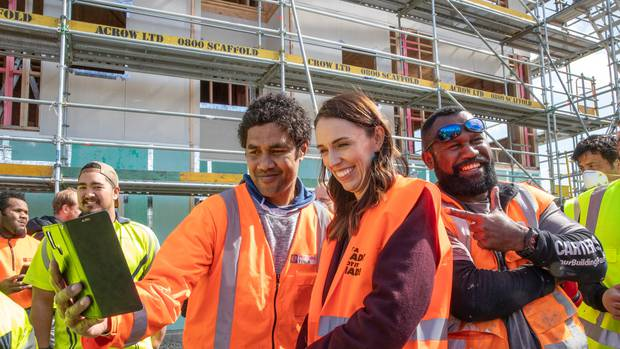 Foto Tak Pakai Masker, PM Selandia Baru Jacinda Ardern Minta Maaf
