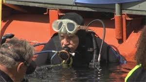 Keren! Kakek 100 Tahun ini Pecahkan Rekor Penyelam Tertua di Dunia