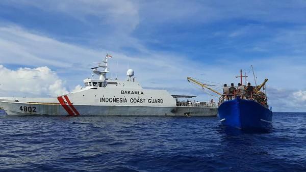Lagi, Bakamla RI Tangkap Dua Kapal Ikan Ilegal dari Vietnam