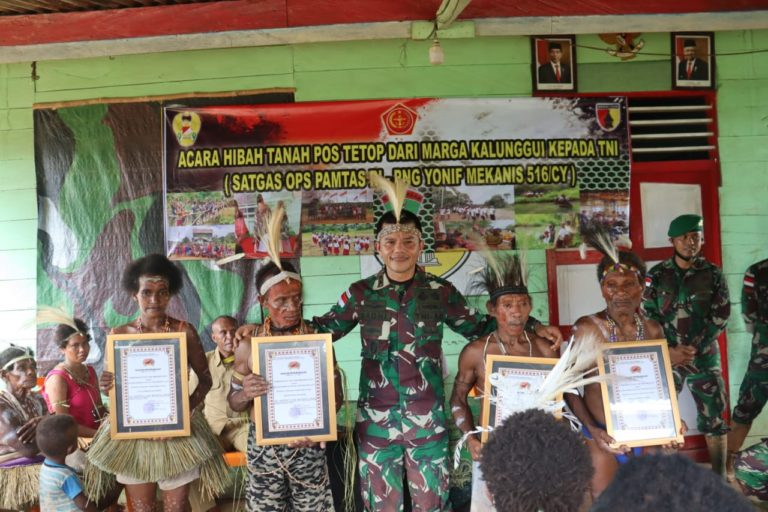 Warga Kampung Tetop Hibahkan Tanah ke Satgas Yonmek 516/CY