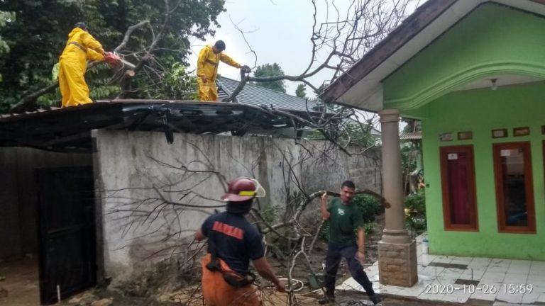 Waduh! Dua Rumah di Depok Rusak Diterjang Puting Beliung